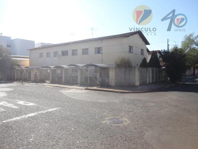 amplo apartamento, localizado bem próximo da uniube e o novo forum, composto de 3 quartos (...