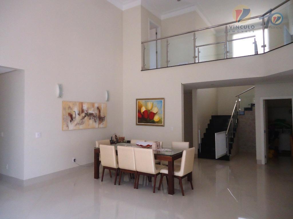 casa em condomínio fechado de alto padrão com portaria 24h e área de lazer, com excelente...