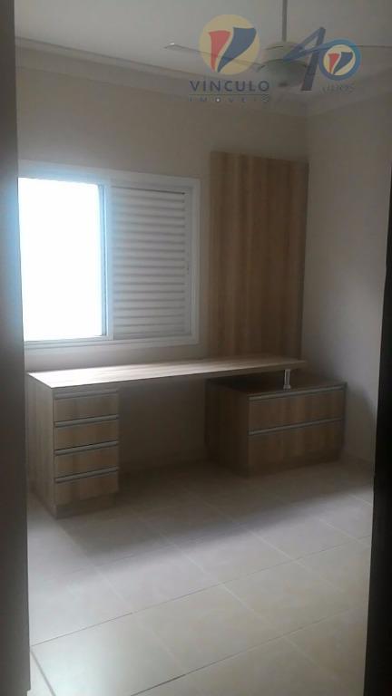 casa em excelente localização (próxima do novo shopping ):03 quartos (sendo 01 suíte com armários), banheiro...