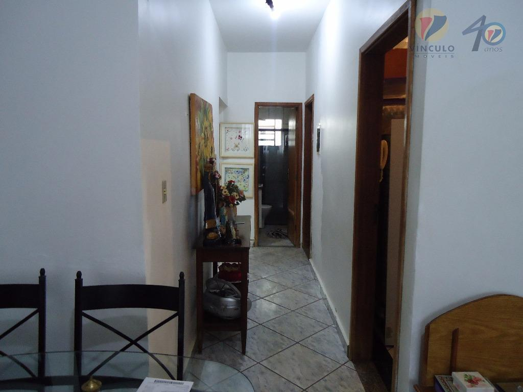 casa em codomínio fechado, com portão eletrônico, ótima segurança. condomínio de 35,00 por mês, composta de...