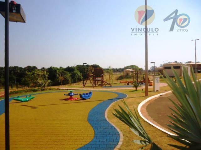 excelente terreno, plano, de esquina e medindo 492 m², pronto para construir