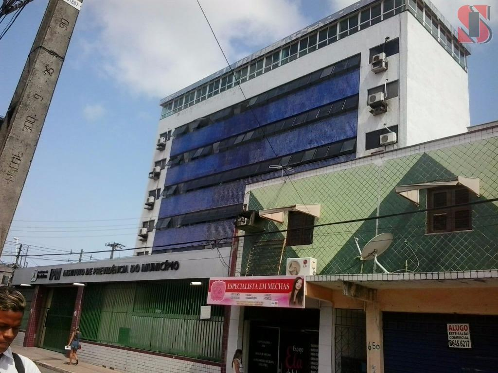 Prédio comercial no Centro de Fortaleza.