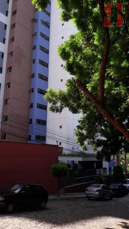 Apartamento de 2 quartos no Cocó.