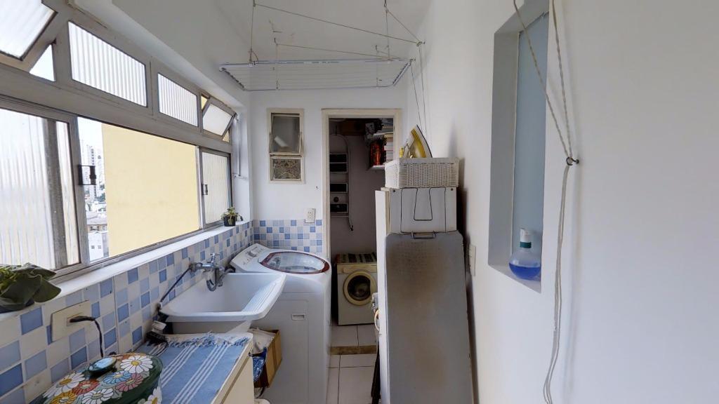 apartamento padrão, já reformado há 10 anos com arquitetura discreta, anos 80.imóvel com localização privilegiada na...