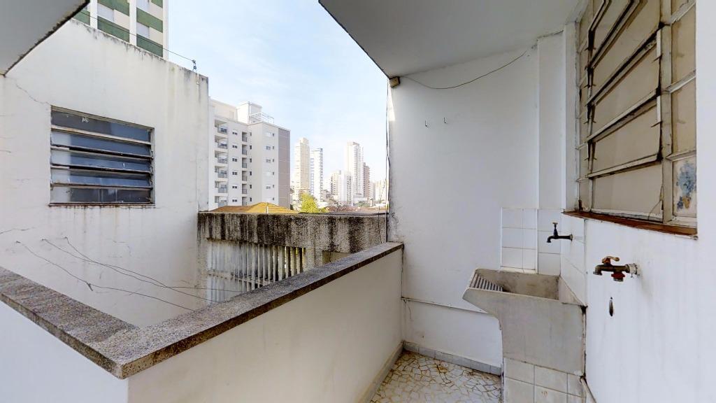 arquitetura contemporânea de meados dos anos 70. edifício com ótimo recuo lateral, com muita ventilação, iluminação...