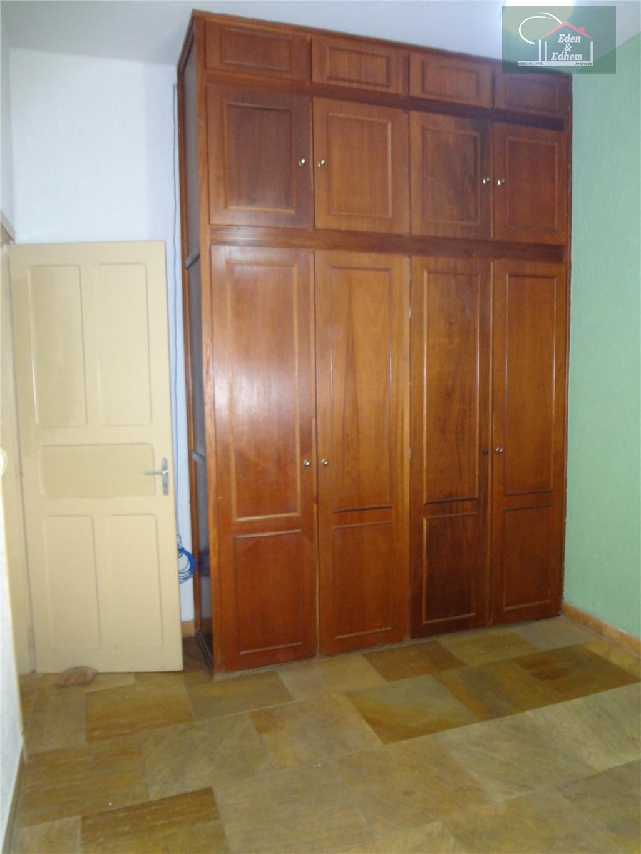 sala com 02 ambiente, 04 quartos sendo 01 suíte, todos com armários, banho social, copa, cozinha,...