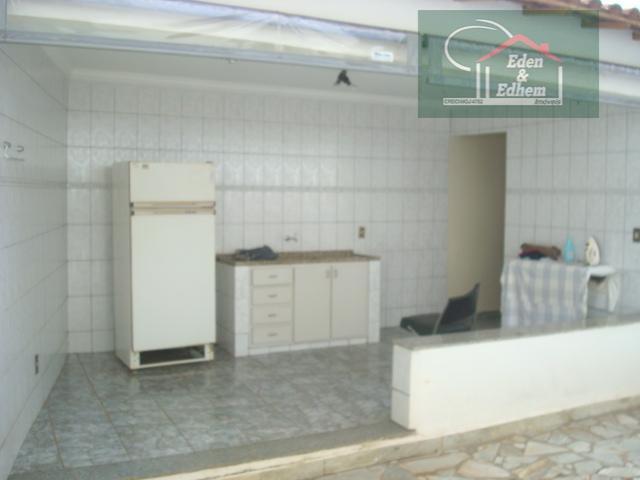 casa com 02 salas/sacada, 03 quartos, sendo 01 suíte master, todos com armários, lavabo, banho social,...