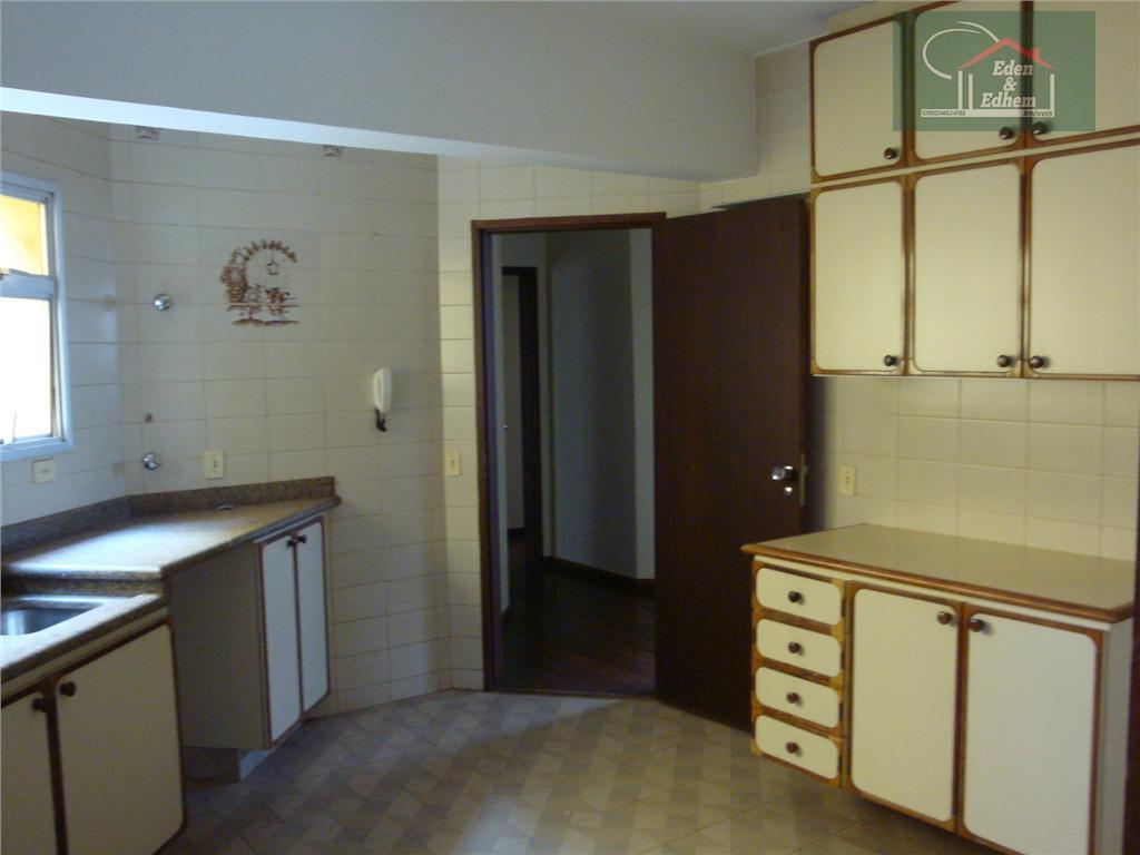 sala 03 ambientes, 03 quartos, sendo 01 suite, banho social, cozinha planejada, lavanderia e garagem com...