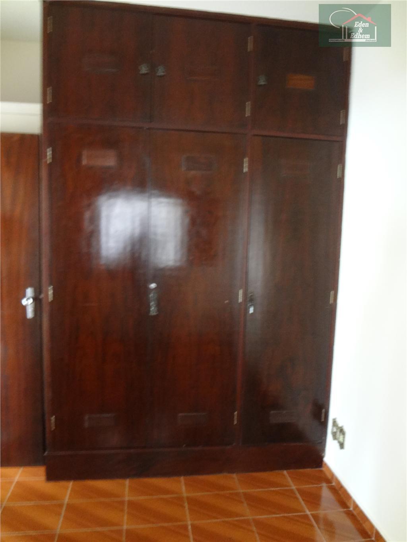 sala, 03 quartos sendo 01 suite todos com armários, banho social, cozinha, lavanderia e garagem.
