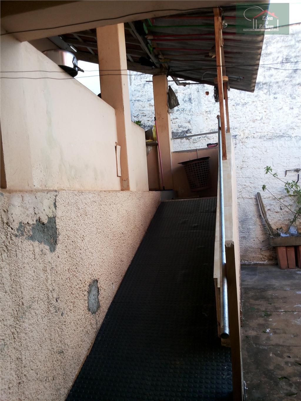 sala, 03 quartos, 01 suite, banho social, copa, cozinha, área de serviço, garagem para 02 carros.
