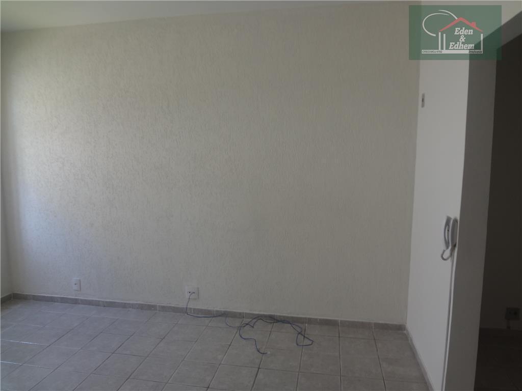 conjunto de 2 salas comerciais, como mini-copa, 2 instalações sanitárias independentes, vaga de garagem.aluga-se separadas !