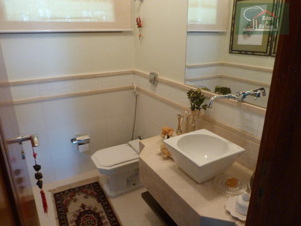 04 quartos , todos suítes , sendo 01 master com hidro, 04 salas, lavabo, área de...