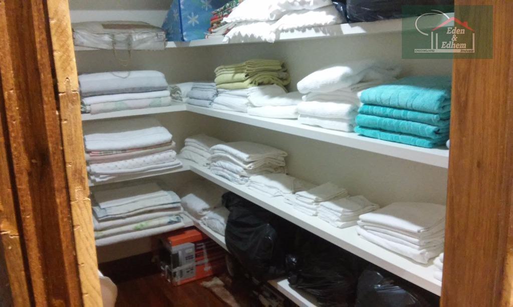 sala 03 ambiente, lavabo, cozinha, área de serviço, banho de empregada, despensa, 04 dormitórios sendo 03...
