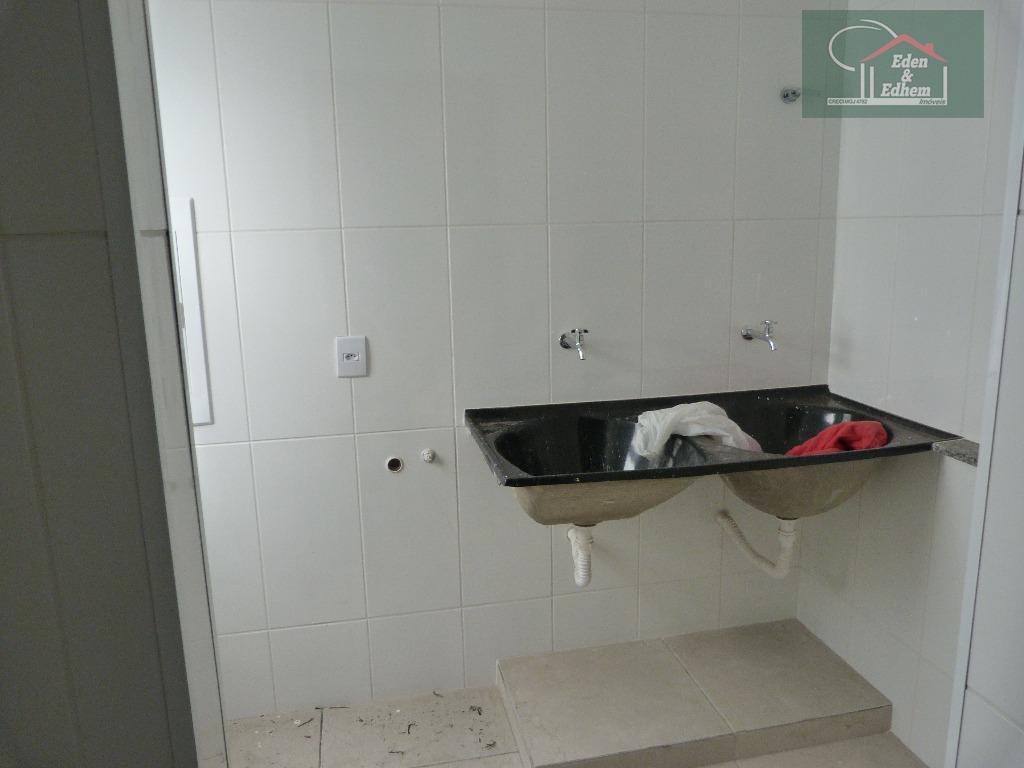 02 dormitórios sendo 01 suíte, sala, cozinha, banho social, lavanderia, 01 vaga na garagem