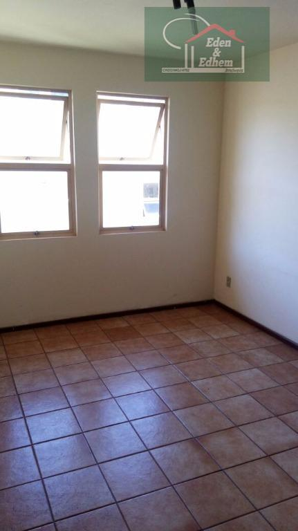 03 dormitórios sendo 01 suíte, sala, cozinha, banho social, todos cômodos com armários, vagas publicas