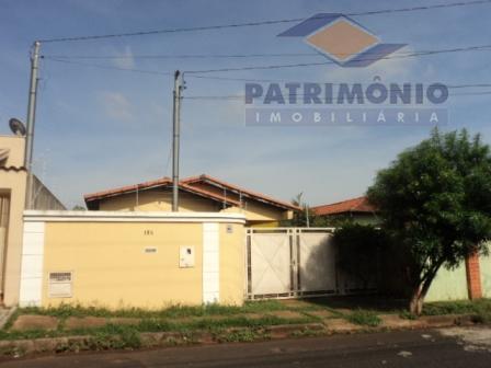 Casa com 3 dormitórios para alugar por R$ 1.200/mês - Vila Celeste - Uberaba/MG