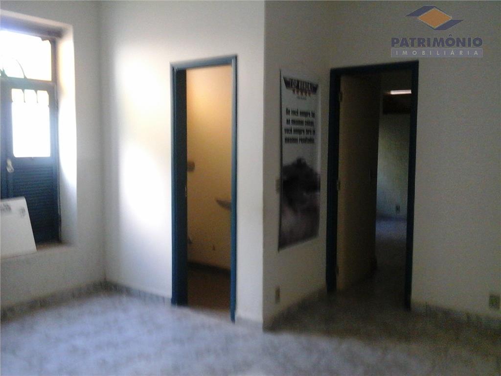 2 salas, banheiro, recepção,garagem