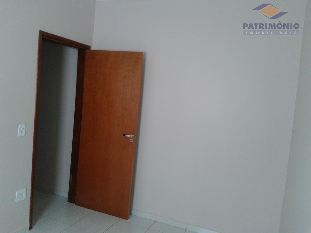 03 quartos, sendo 01 suite, sala 02 ambientes, cozinha, banho social, garagem coberta para 03 carros,...