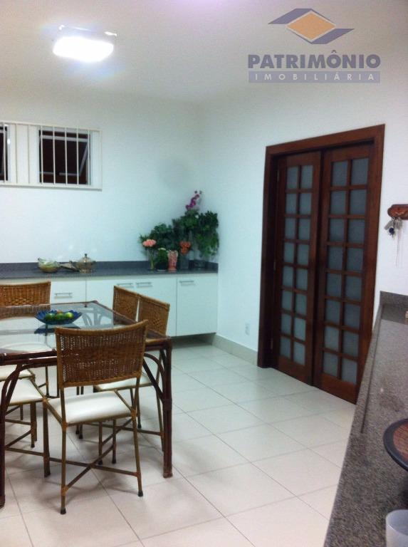 linda casa - 4 quartos (2 suítes) c/ arms, sala de estar, sala de jantar, sala...