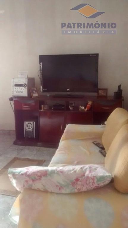 02 quartos sendo 01 suite, ampla cozinha com armarios planejados, área de serviço com varanda, quarto...