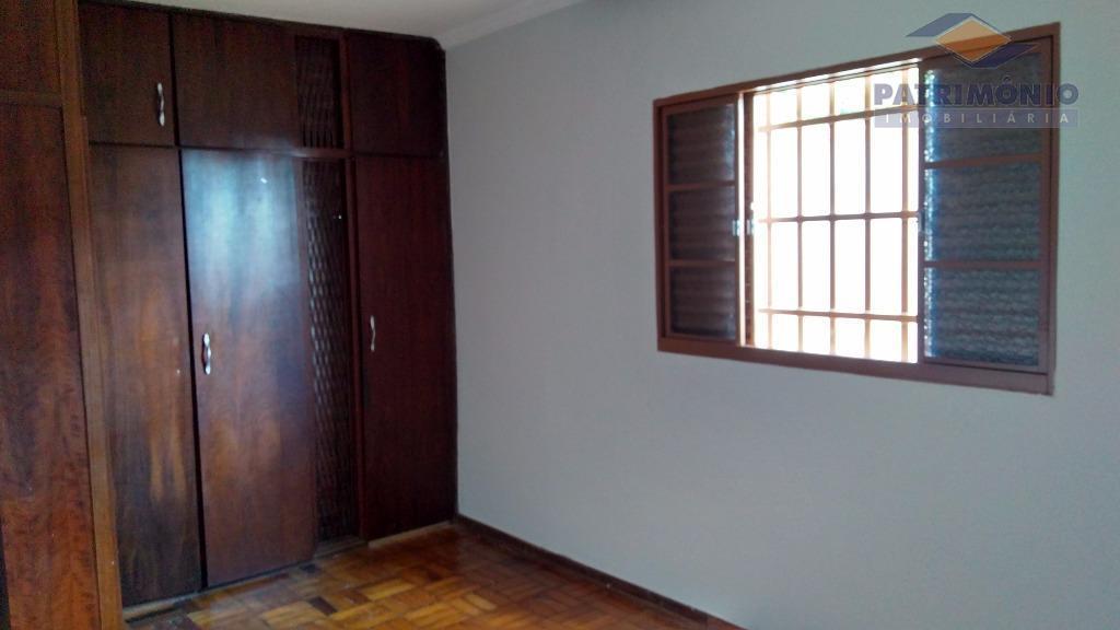 casa em 2 pavimentos - 3 suítes com arms., sala de estar / jantar, escritório, cozinha...