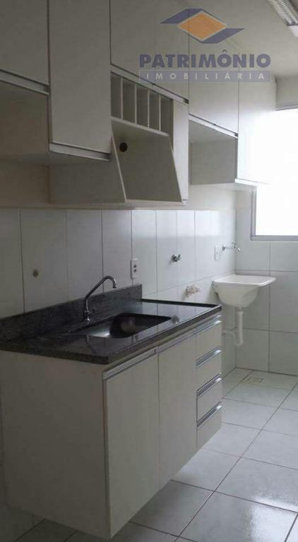 apto lindo todo mobiliado com armarios, 2 quartos, banho social,sala,cozinha(blindex) 01 garagem.