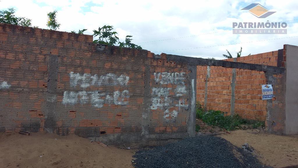 ótima localização no bairro - terreno todo murado.
