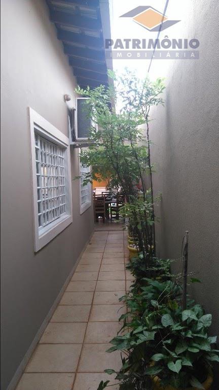 ótima residencia, localizada próxima do aeroporto, hospital mário palmério, composta de 3 quartos ( 1 suite...