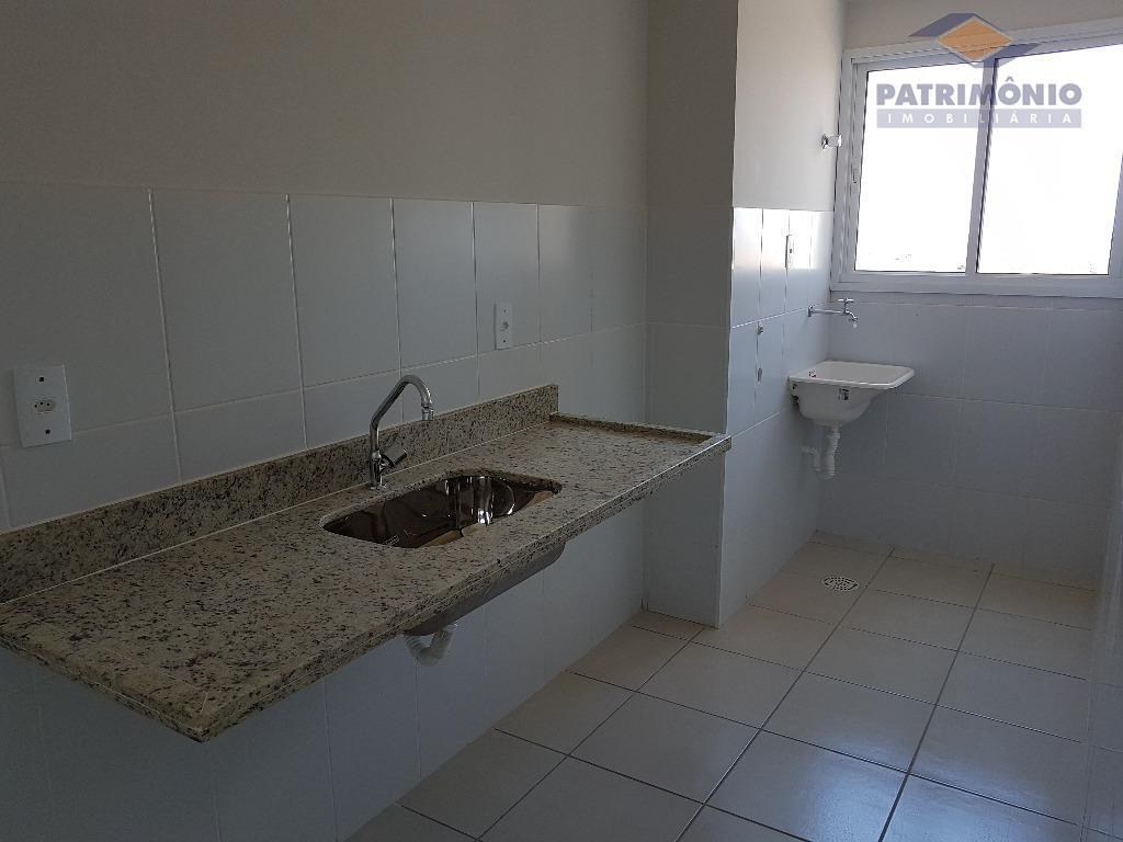 apto próximo a uniube - 3 qts. (1 suíte), banh. social, sala com sacada, cozinha, área...