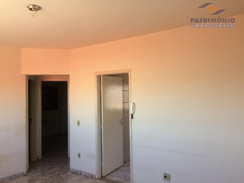 02 quartos,sala,cozinha,banheiro social,área de serviço,01 vaga de garagem.