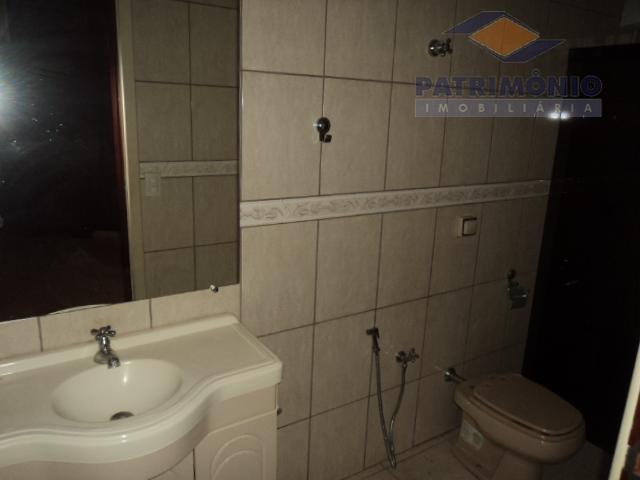 3 qts. ( 2 suítes ) c/ arms., sala p/ 3 ambts., banh. social, lavabo, coz....