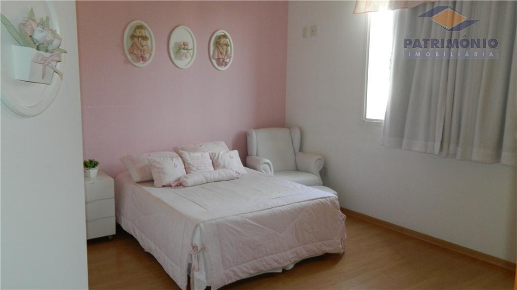 3 suites, sala de estar/jantar/tv, lavabo,cozinha, área de serviço,area de lazer completa,garagens