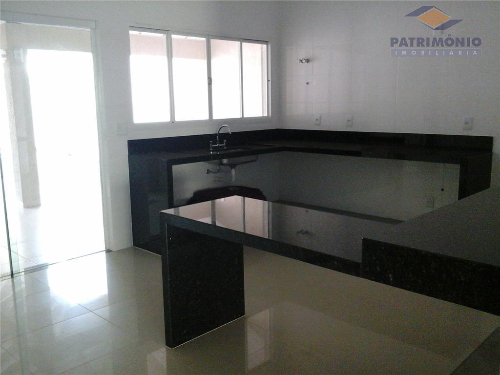 3 suits,lavabo, sala de estar/jantar/tv, cozinha ,área de serviço, varanda gourmet,piscina,garagens