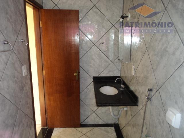 casa com 02 quartos sendo 01 suite, sala, cozinha planejada, área de serviço com cobertura e...