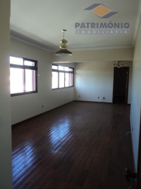 apto, com 04 quartos com armários,sendo 02 suítes,sala em 03 ambientes,cozinha com armários,área de serviço,banheiro social,02...
