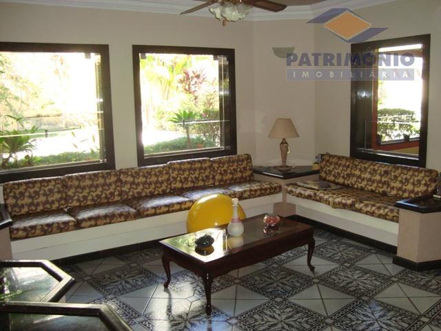localização privilegiada- 4 suites, lavabo,sala de estar/jantar/tv,cozinha, área de serviço, varanda,churrasqueira, piscina,garagens