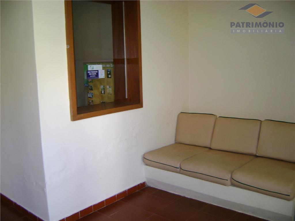 sala espera, secretaria, consultório conjugado, banheiro social, sala especial, almoxarifado