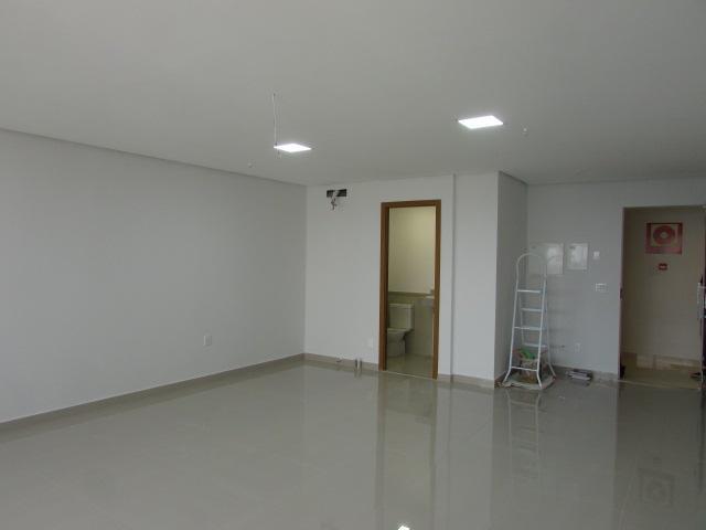sala comercial com 41m²,possui 01 banheiro,01 vaga de garagem, a sala esta acabada. business center: salas...