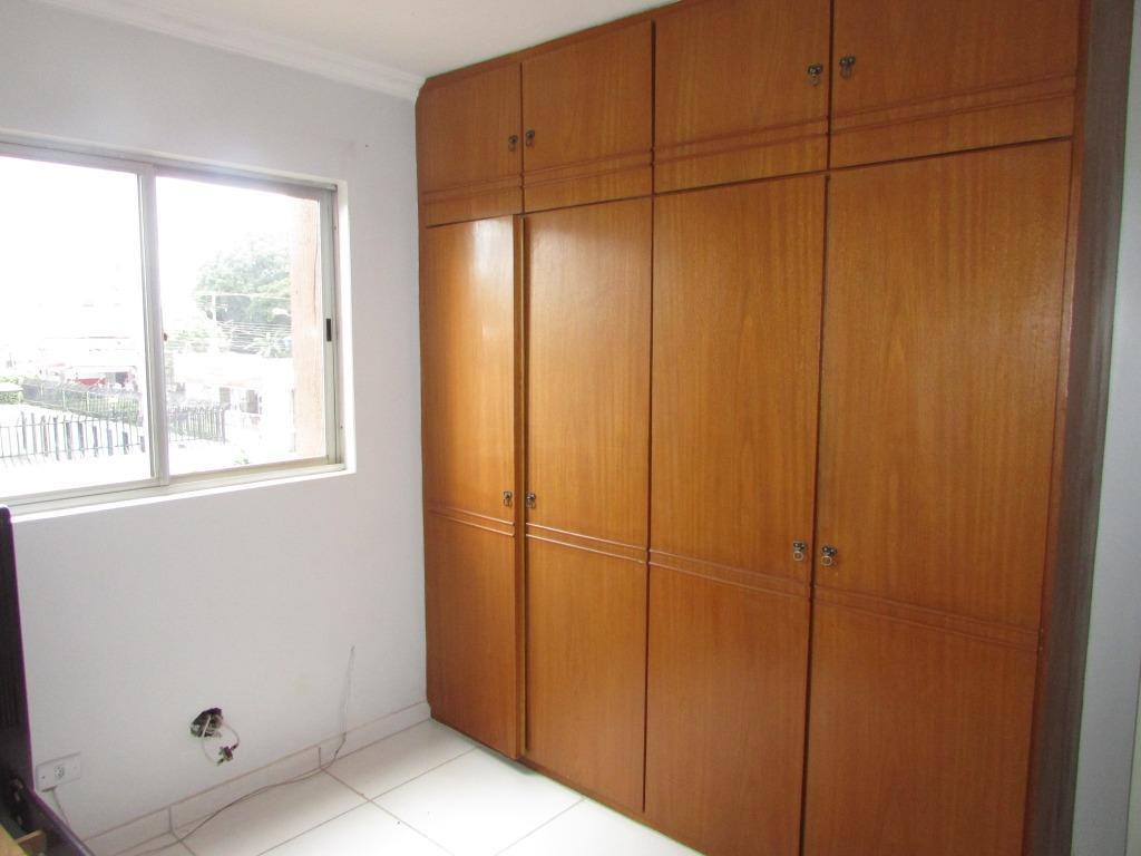 amplo apartamento com 3 quartos, sendo 1 suíte, todos com armários. possui ventilador de teto em...
