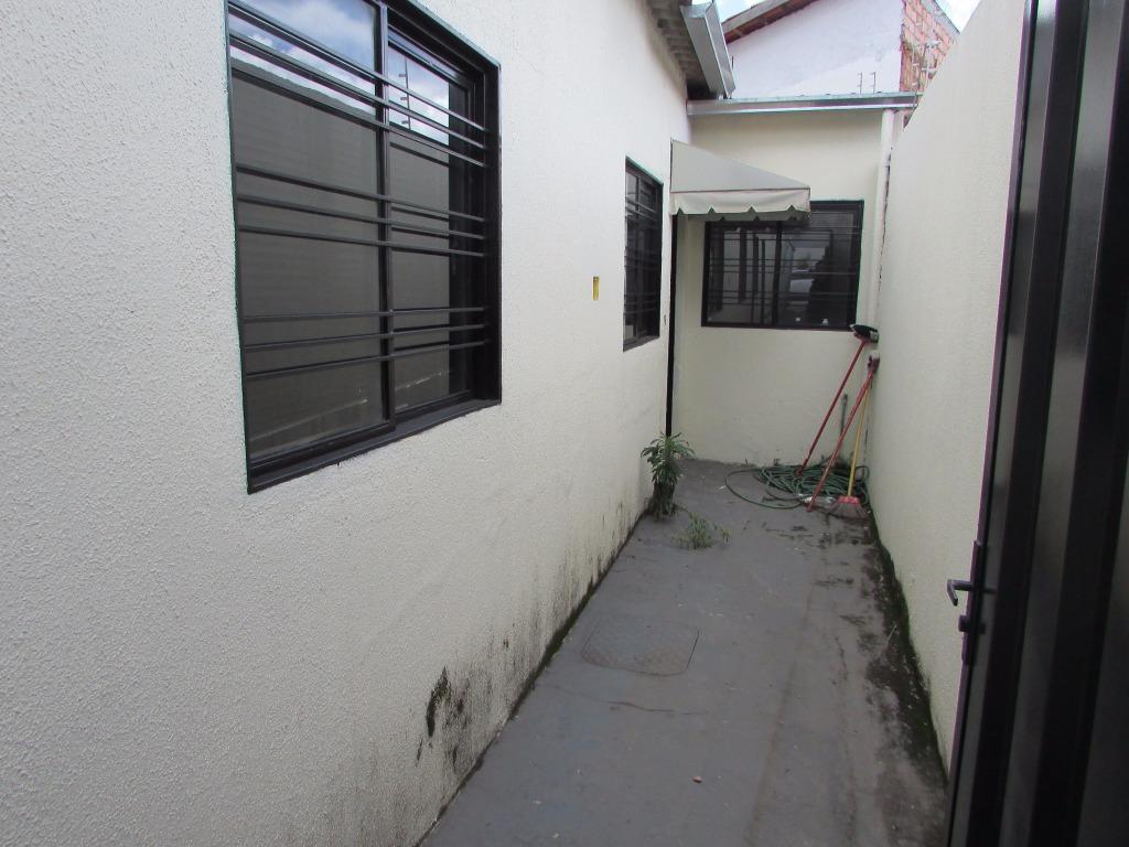 imóvel comercial contendo 4 salas com banheiro, excelente localização. possui 2 kitnets com 1 quarto, sala,...