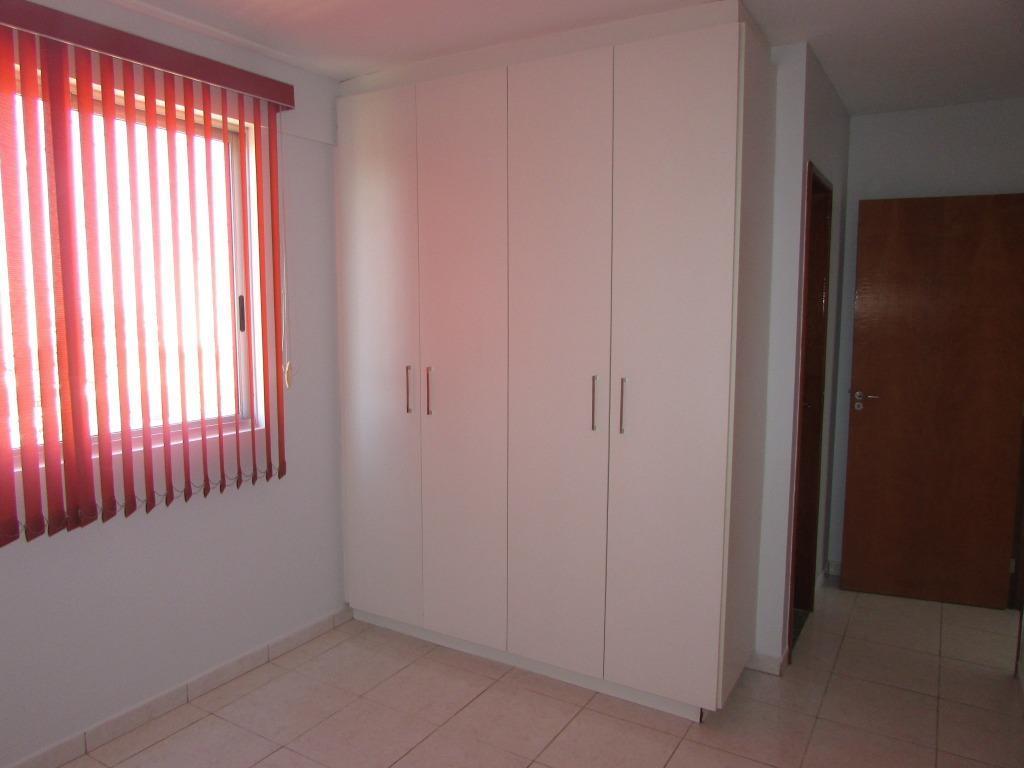 excelente apartamento no portal amazônia com 02 quartos, sendo 01 suite. armários e cortinas em ambos...