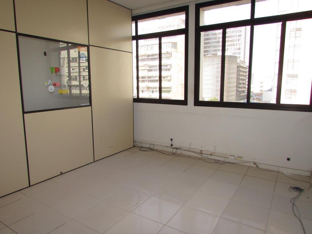 sala comercial, 5° andar, excelente localização. são 49 m² e 01 banheiro, atualmente esta dividido em...