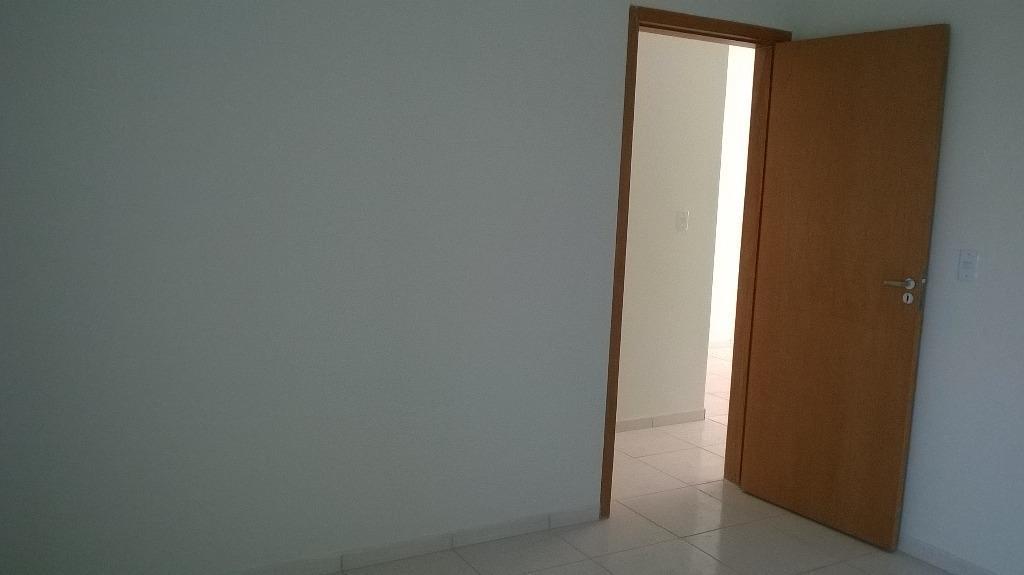 casa nova, nunca habitada, com 02 quartos, banheiro social, sala e cozinha. 01 vaga de garagem.