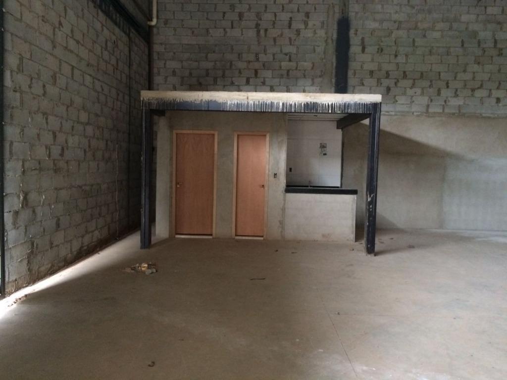 excelente galpão comercial, com aproximadamente 337,40 m² de área construída e 404,88 de área total, já...