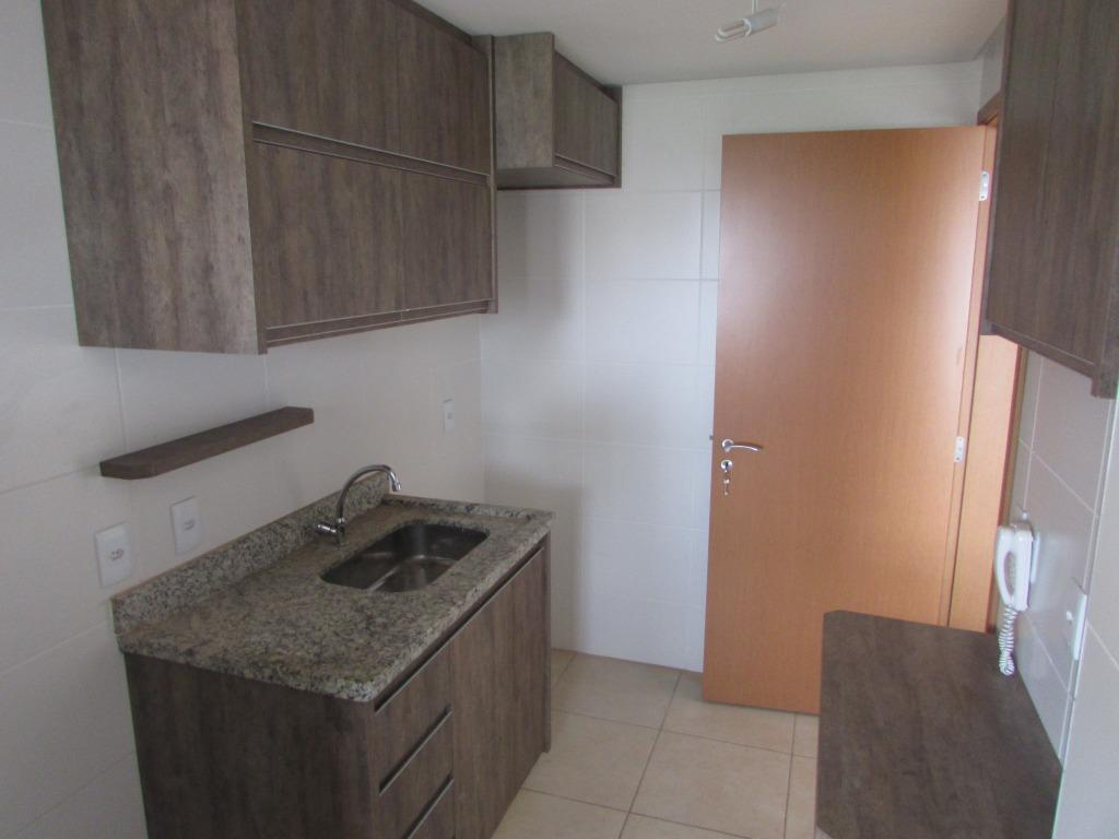 lindo apartamento 02 quartos, sendo 01 suíte, repleto em armários. cozinha americana. sala com sacada, banheiro...