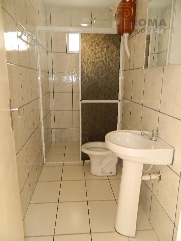 residencia com 2 dormitórios, sala e cozinha conjugado e bwc social.- residencia em condomínio fechado com...