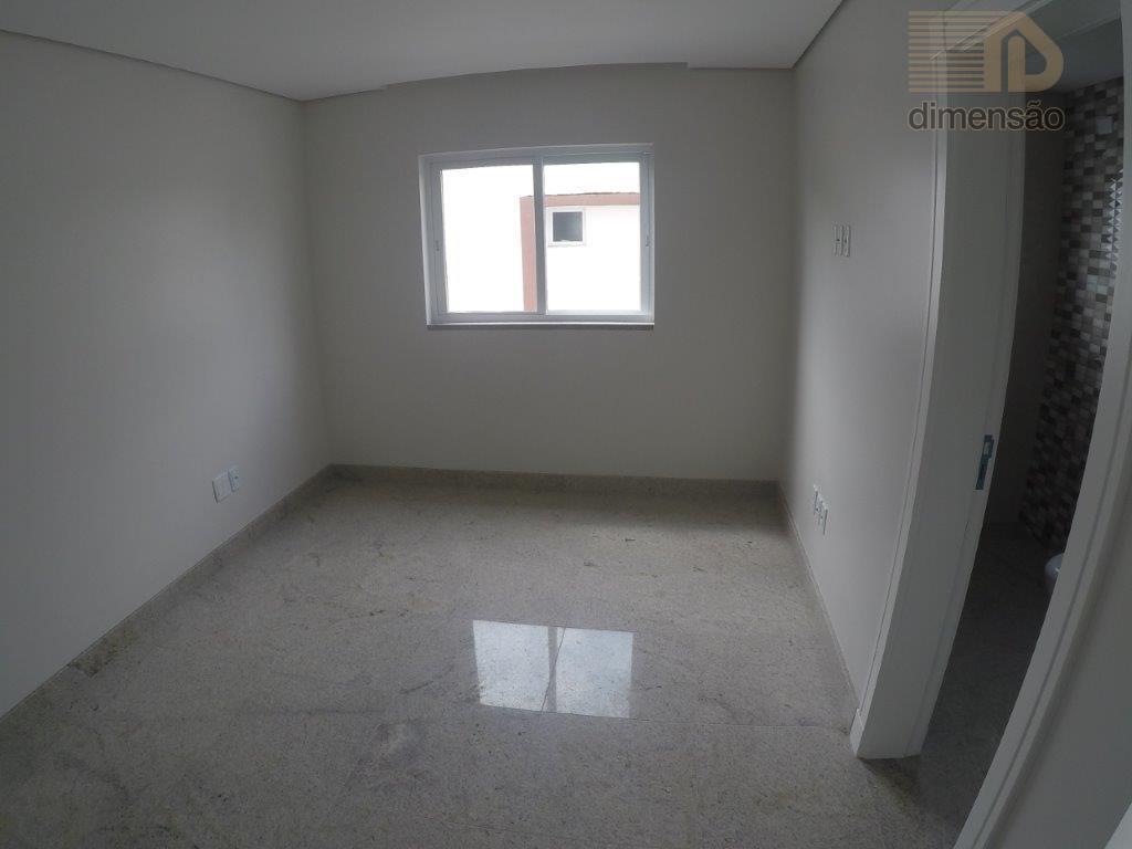 casa com 4 suítes sendo uma master com closet, hidromassagem e 2 banheiros. salas de estar,...
