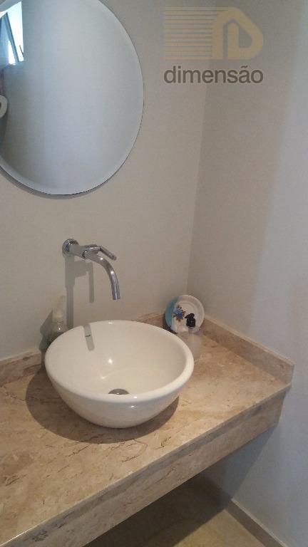 excelente sobrado triplex em condomínio fechado, face norte, com 244m² de área total, no bairro água...