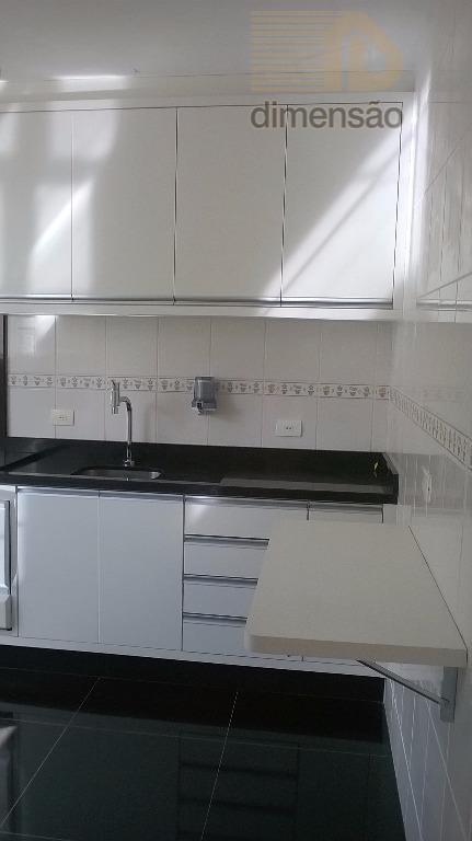 excelente sobradotérreo: living para 02 ambientes com lareira, lavabo, copa/cozinha e lavanderia.piso superior: 03 dormitórios, 02...
