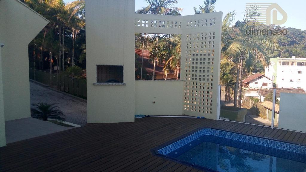 lindo sobrado triplex com deck piscina individual, e churrasqueira em localização privilegiada, local alto,com linda vista,...